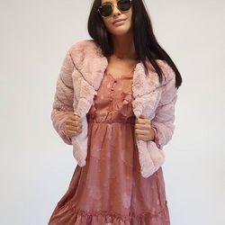 Ružova hra. ▪︎ n e w  c o l l e c t i o n • ALLORA FASHION CONCEPT ============================= #pink #instalook #italianfashionstore #winterjackets #furs #ootd #ootdfashion #madeinitaly #italianfashionstore #instalook #aw19 #nitra #