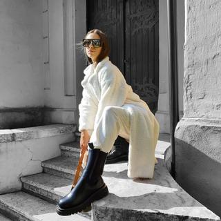 Dokonalosť týchto 2 farieb 🔝 Veĺa noviniek nájdeš v eshope ALLORA.sk ALLORA F.MOJTU 16 NITRA PO až PI 11.00h do 18.00h SO 9.30 do 15.00h . . . .#ALLORA #allora #allorafashionconcept #fashionshop #onlinefashionshop #modaitaliana #madeinitaly #newin #damskeodevy #damskamoda #modaitaliana  #teddycoat #kabat #biely kabat