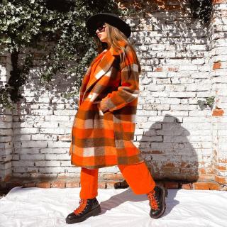 Obmedzený počet nových kabátikov v jesenných farbách 🍁  nájdeš na našom webe www.allora.sk / cz  #coat #autumnfashion #autumnootd #autumncolors #falloutfit #orange #fashioninspiration